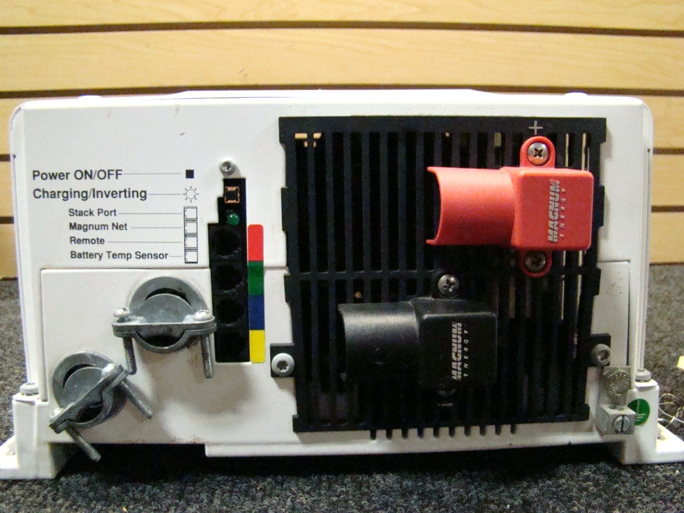 USED RV/MOTORHOME MAGNA SINE CHARGER/INVERTER