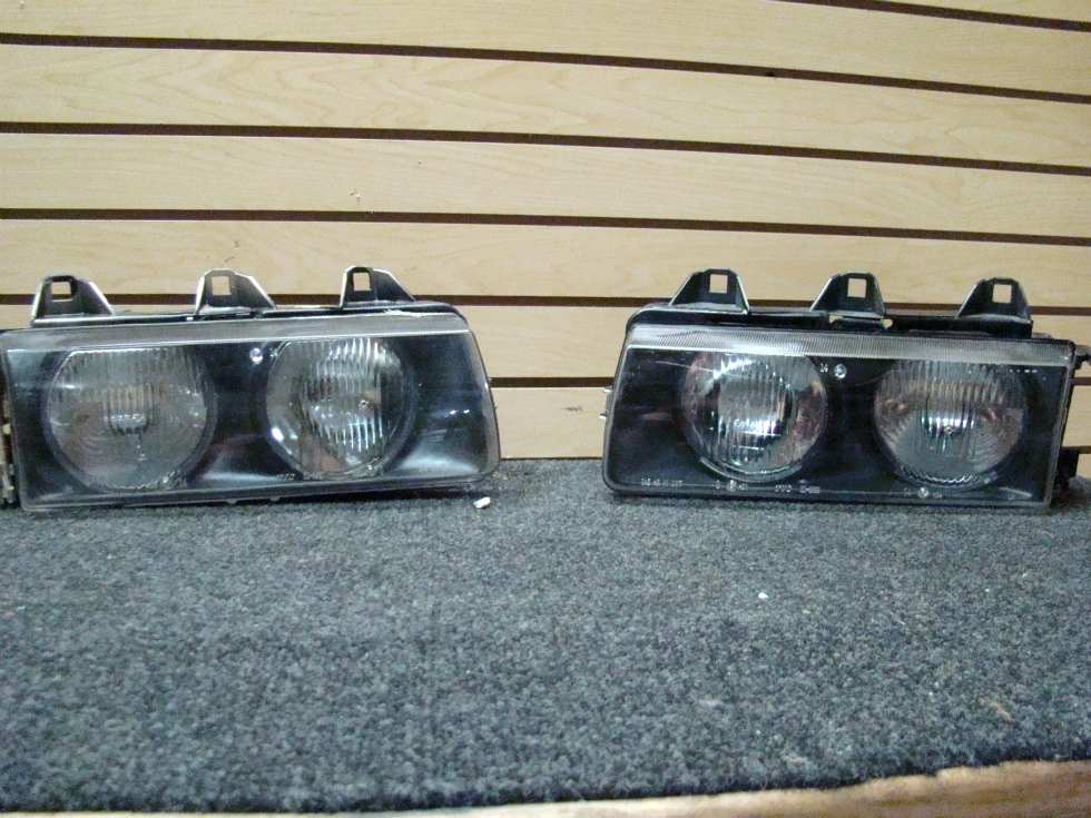 USED FLEETWOOD AMERICAN EAGLE HEADLIGHT SET 20-366 SIZE: 8 1/4L