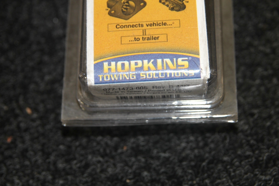 NEW IN BOX: HOPPY HOSKINS 6 POLE ROUND TO 4 WIRE FLAT TRAILER TOWING ADAPTER MODEL: 47305